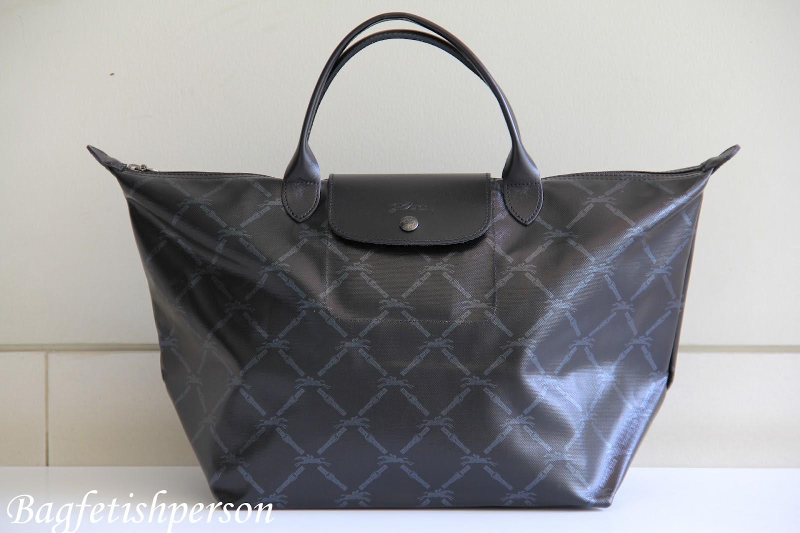 http://4.bp.blogspot.com/-nXknOvkskwQ/T2PjbbSJbWI/AAAAAAAACD0/QBSq-s0T2Bo/s1600/Longchamp+LM+Metal+Black+SS12+-2.jpg