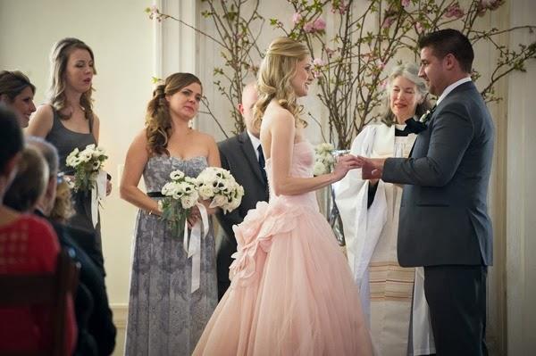 Boda real con una apuesta en rosa de una valiente novia