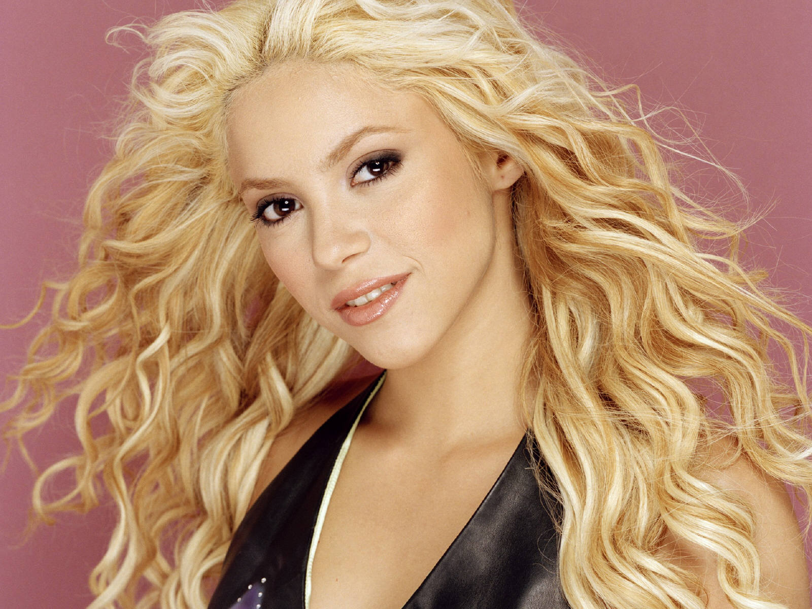 Shakira Wallpaper Shakira Wallpaper Hd Simple Wallpapers