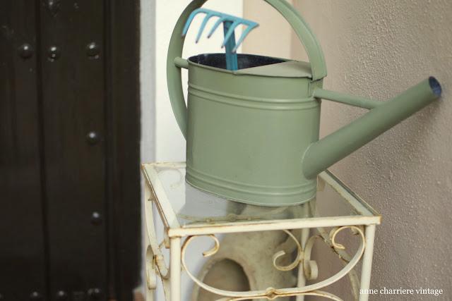 www.annecharriere.com, deco porche entrada, objetos reciclados,