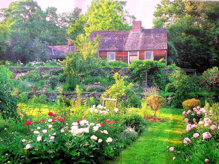 My visit to tasha tudor 39 s home corgi cottage for Dream home book tour