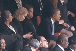 esposa de obama molesta por la rubia coqueta