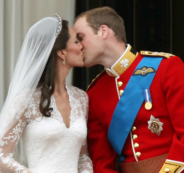 prince williams kate middleton news. Hot Kiss Kate Middleton and