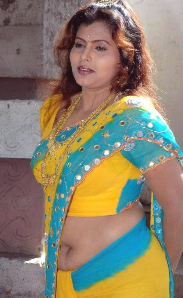 Masala Aunty Showing Blouse Without Saree
