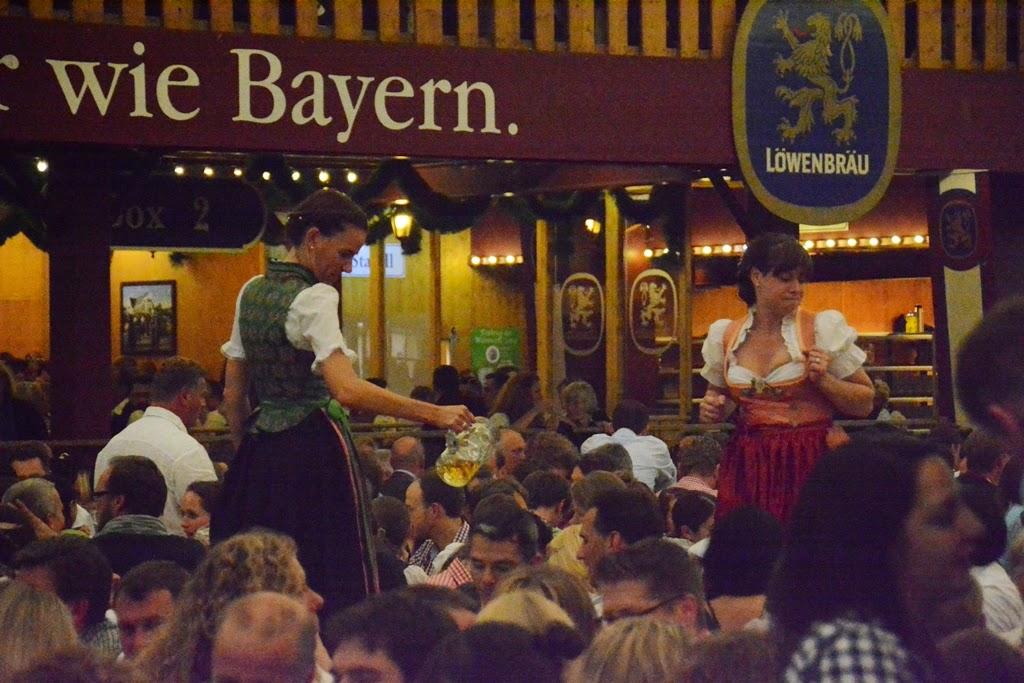 Oktoberfest Munchen 2014 girls dancing on tables