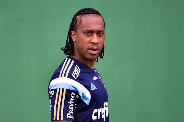 Volante é dúvida para enfrentar o Cruzeiro na quarta, pela Copa do Brasil (Foto: Fernando Dantas/Gazeta Press)