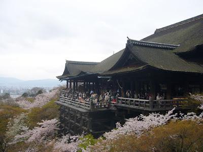 京都市・音羽山 清水寺の桜