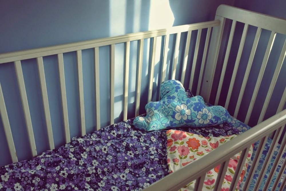 buttons in a cup mama housse de couette et coussin nuage en cadeau. Black Bedroom Furniture Sets. Home Design Ideas