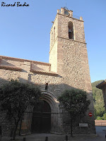 Façana nord amb la porta lateral i el campanar de Sant Esteve de Bagà. Autor: Ricard Badia