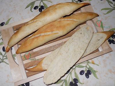 Tres Panecillos baguette.