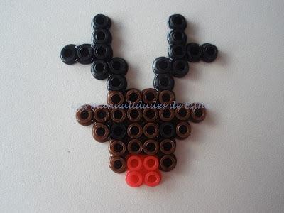 Broche de reno hecho con Hama Beads