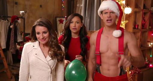 Rachel y Santana con Santa Claus en Glee