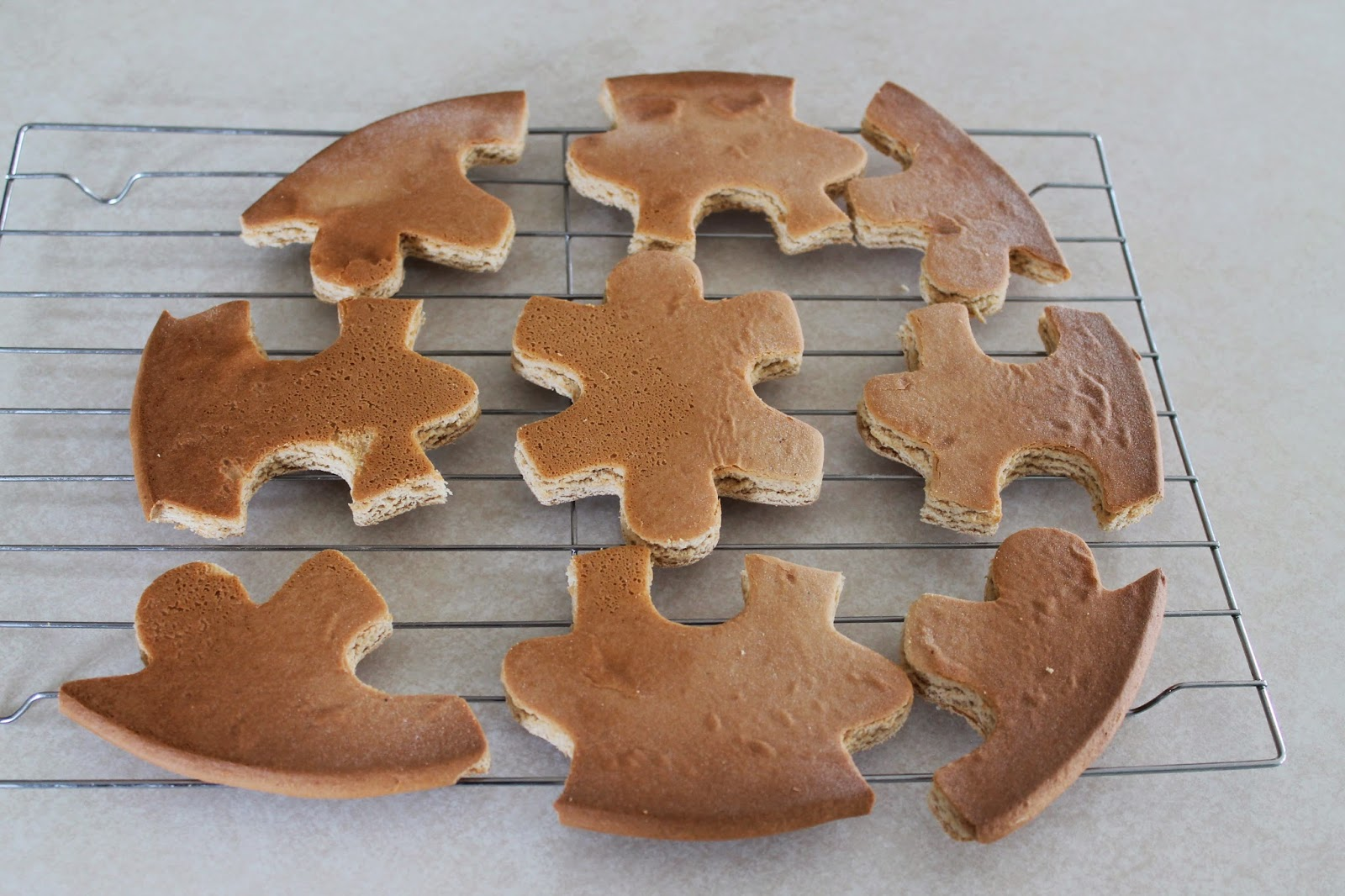 Puzzle cookie pieces cooling