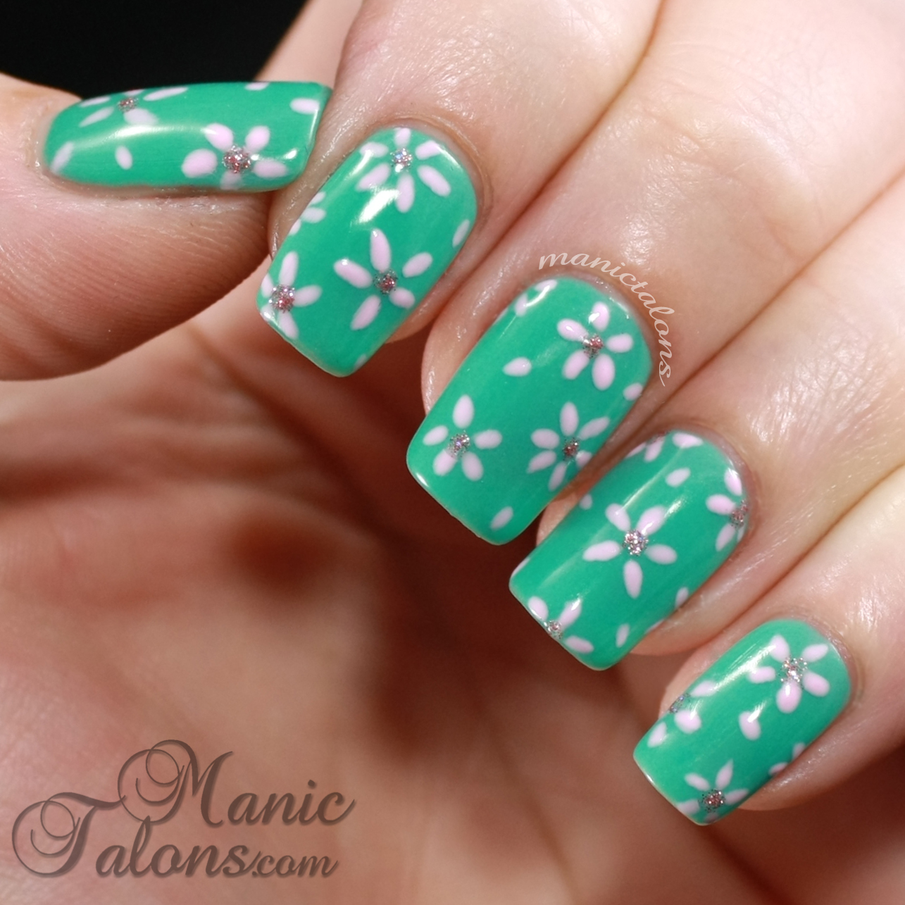 Daisy Gel Polish Nailart