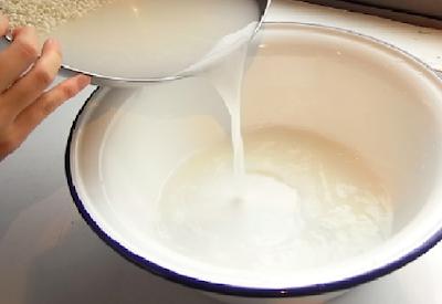 Air Cucian Beras Ternyata Menyimpan 5 Manfaat Ini!