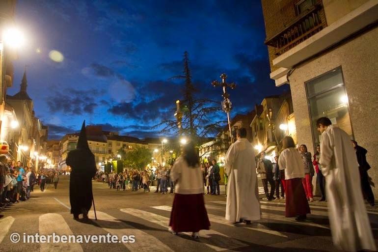 http://interbenavente.es/not/7138/benavente-sale-a-la-calle-en-su-noche-de-tinieblas/