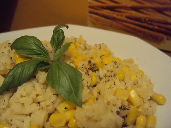 Ryż do obiadu z masłem i ziołami prowansalskimi