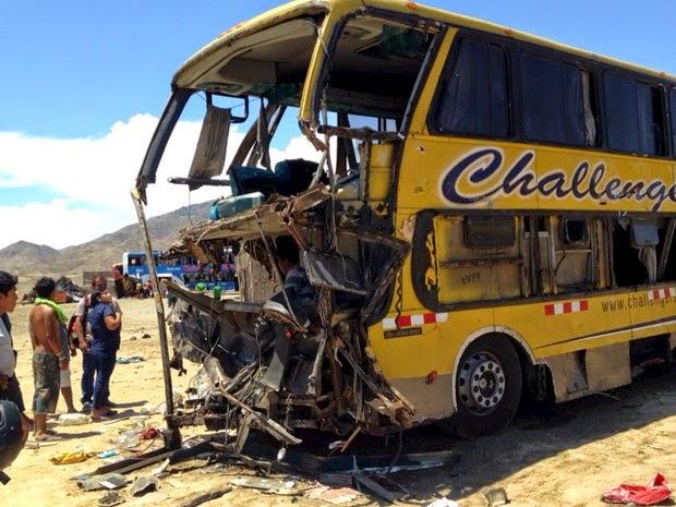 Colisão entre ônibus e caminhão provoca morte de 36 pessoas no Peru