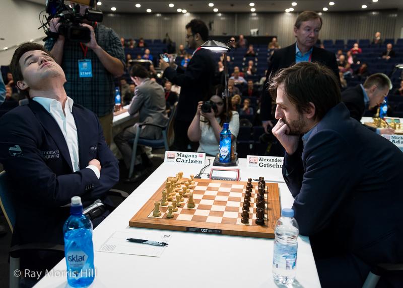 Dans une attaque Canal-Sokolsky, le champion du monde d'échecs va chercher le point décisif contre le Russe Alexander Grischuk - Photo © Ray Morris-Hill