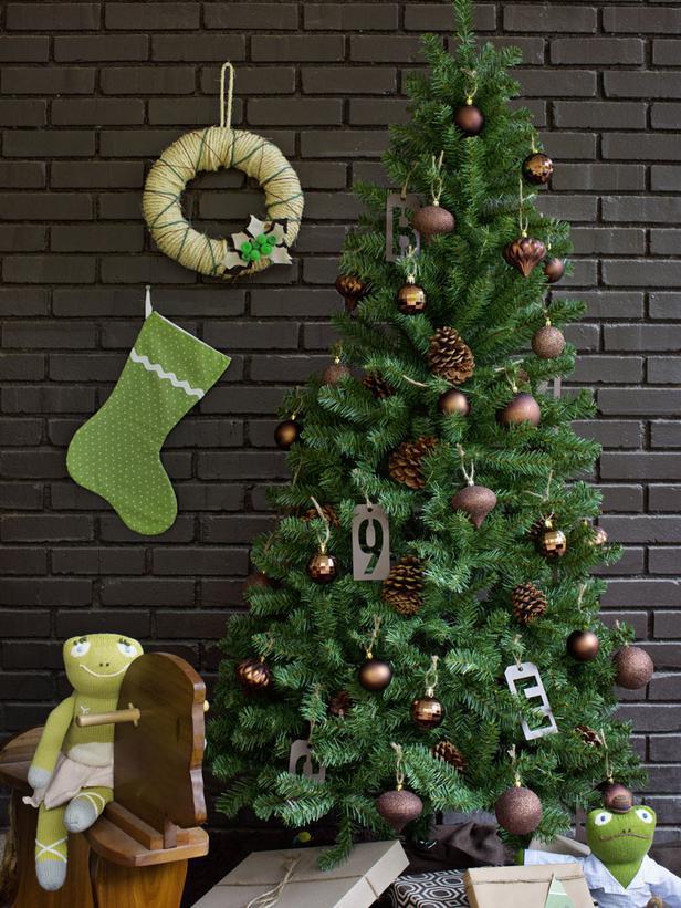 Fresh christmas colors 2013 ideas from hgtv modern for Christmas tree colour ideas