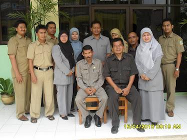 Kepala Sekolah Bersama dengan TU dan Wakasek