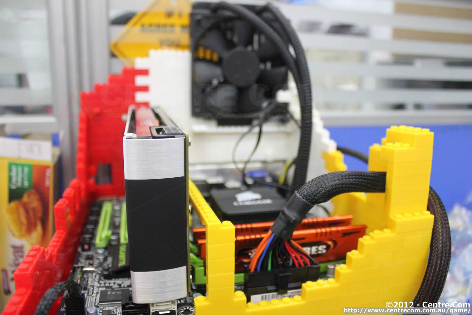 Lego Radiator centre com: centre com builds a lego pc!