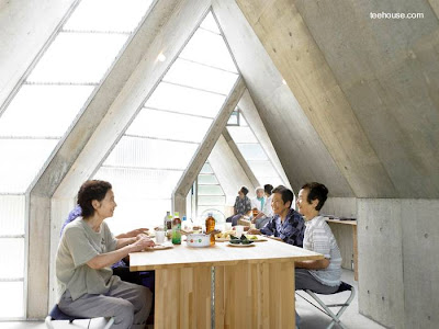 Un sector del espacio interior de la casa de uso público