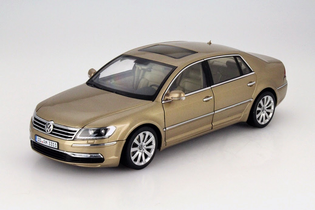 vw phaeton im ma stab 1 18 kyosho bringt ein luxusmodell des luxusautos modellauto news. Black Bedroom Furniture Sets. Home Design Ideas