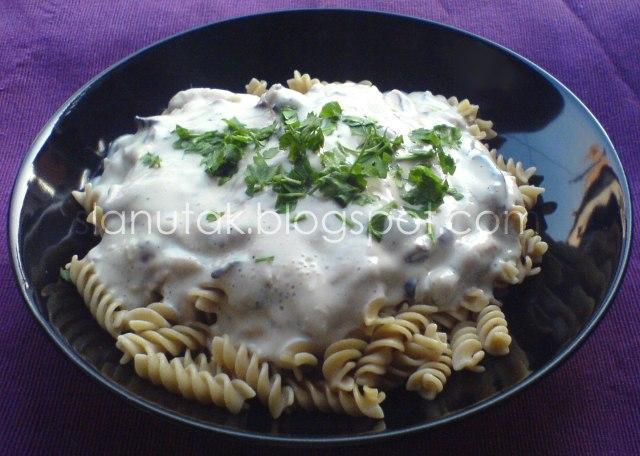 shiitake in creamy garlic sauce (C) Enola Knezevic 2011