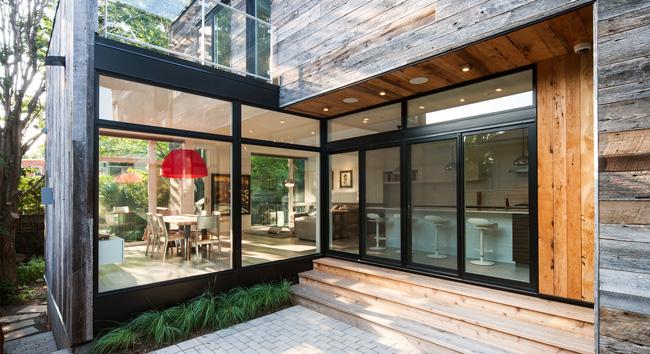 Casas minimalistas y modernas casa moderna con listones - Casas de madera minimalistas ...