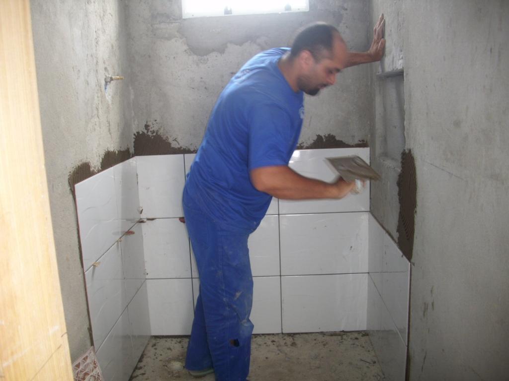 Saga do Banheiro V: Acabamentos Construindo Nossa House #2F4079 1024x768 Banheiro Com Azulejo Ate A Metade