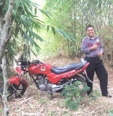 Hujan; Bersepeda motor; jalan-jalan; on the road;