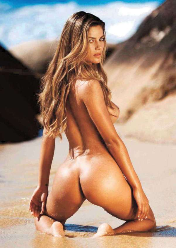 Mujica desnuda aylin