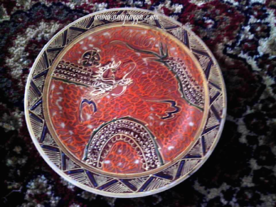piring motif naga