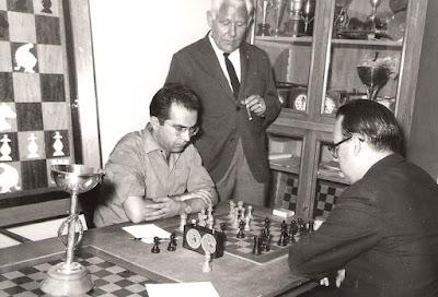 Lorenzo Ponce Sala jugando al ajedrez (2)