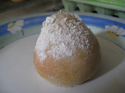 flour sprinkled roll