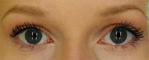 links: Locken-Wimpern, rechts: Fächer-Wimpern
