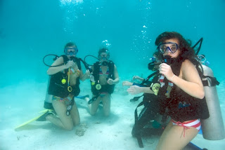 girls love to scuba dive