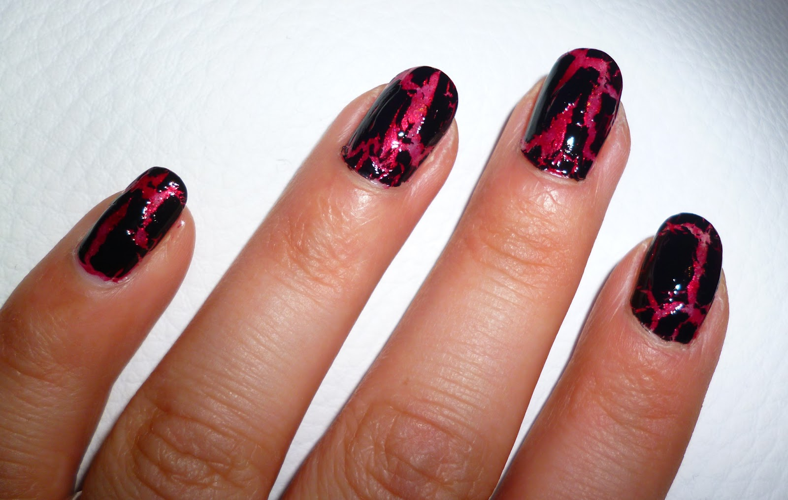 nails nail art cracking top coat crack me black tiamel. Black Bedroom Furniture Sets. Home Design Ideas