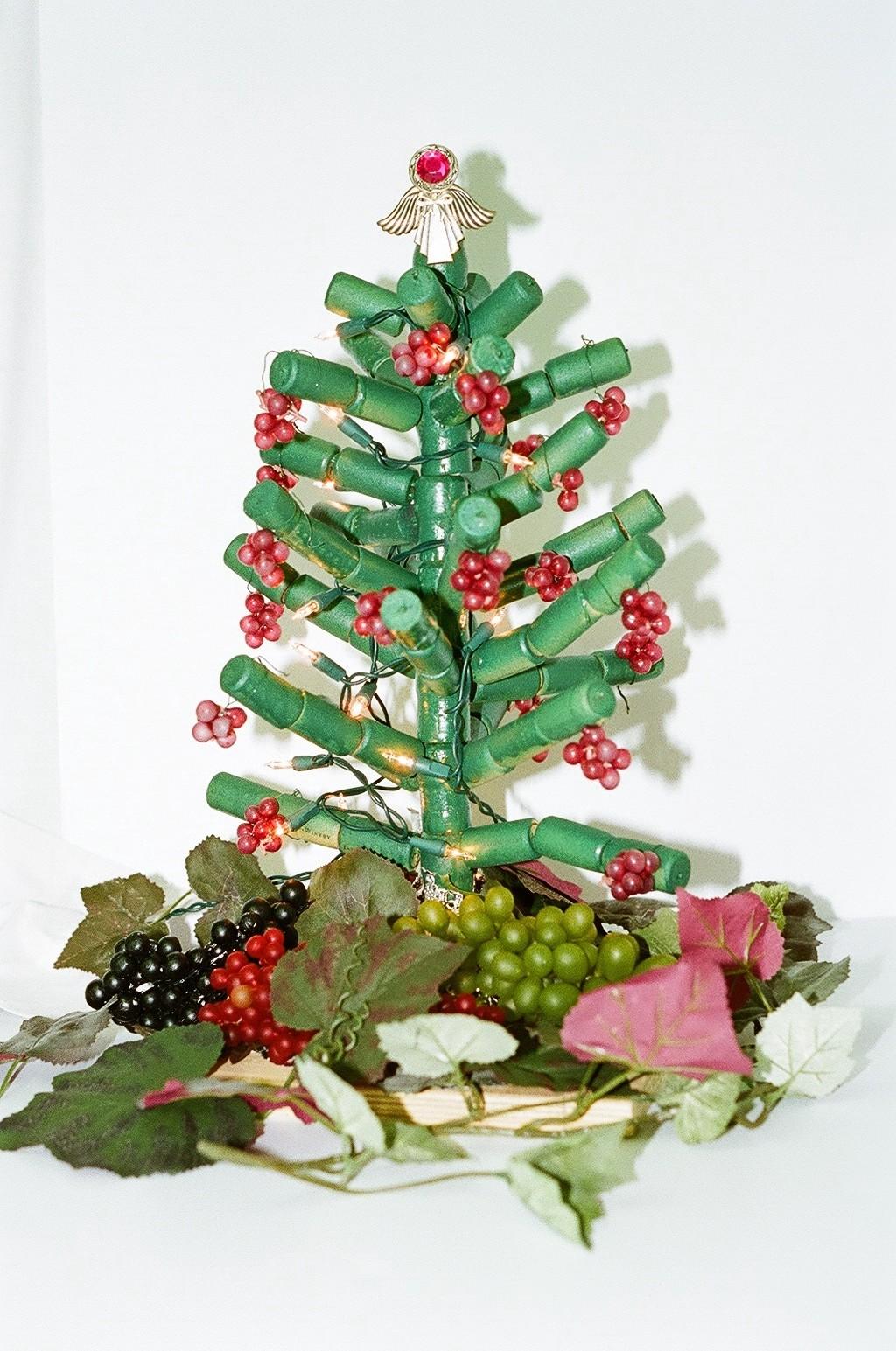 Arboles de navidad hechos con corcho curiosas ideas - Arbol de navidad tela ...
