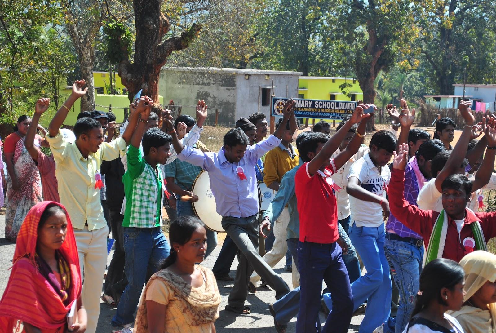 yuva bharat साधन गुप्ता हायस्कुल मुरलीडिह मे युवा भारत की अगुवाई मे शहर के विभिन्न संगठनो की बैठक की गयी । विभाग की जन समस्याओ को लेकर कार्य करने हेतू जनमंच नाम से.