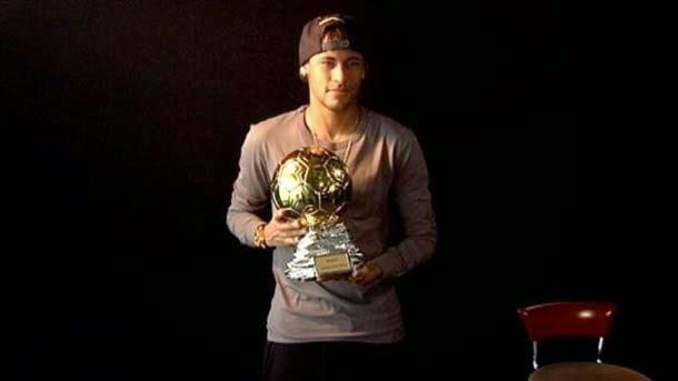 Neymar recibe el Samba Gold como mejor futbolista brasileño del año en Europa