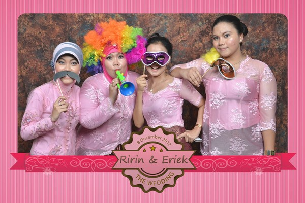 IRIS PhotoBooth http://irisphotobooth.com - 081546010010 - Pin BB