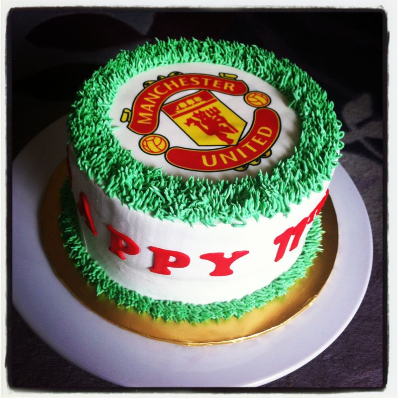 Ana Cuppies Manchester United Birthday Cake