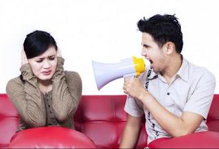 Sayang Atau Posesif? Tips Menghadapi Pasangan Posesif