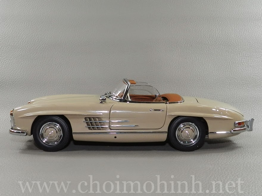 Mercedes-Benz 300 SL Roaster 1957 1:18 Minichamps side