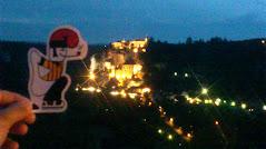 El catganer visita un poble preciós d'Occitania.