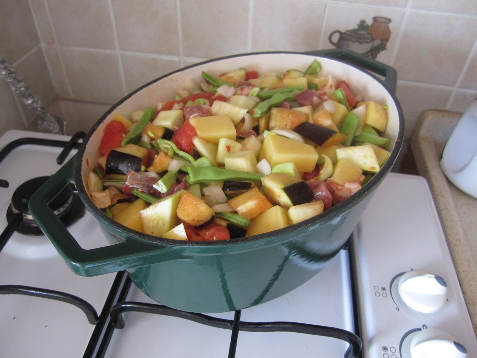 Güveç ile makarna pişirme