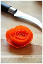 rollito de paletilla ibérica y gamba, calabacín y rosa de tomate