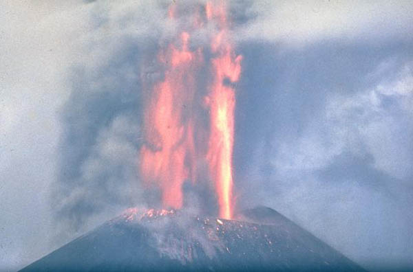 http://silentobserver68.blogspot.com/2012/11/tolbachik-volcano-kamchatka-erupts-for.html